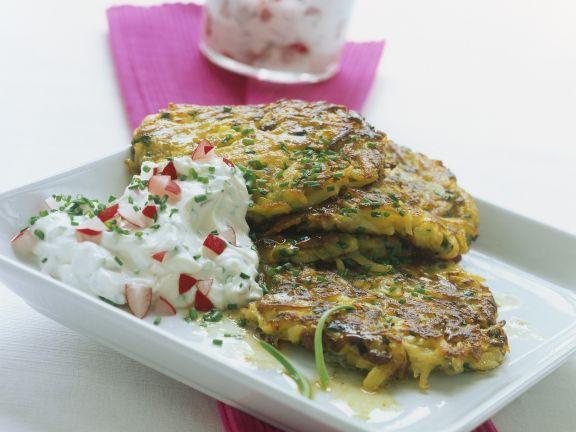 Kartoffel-Champignon-Puffer mit Radieschenquark