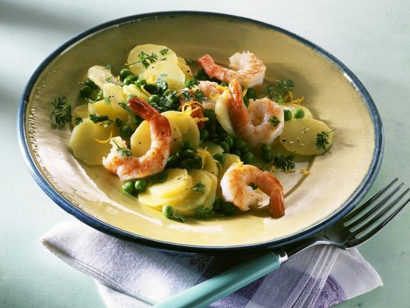 Kartoffel-Erbsensalat mit Shrimps