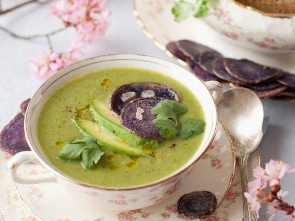 Gemüsesuppe mit Avocado