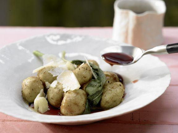 Kartoffel-Gnocchi mit Salbei, Parmesan und Traubensaft