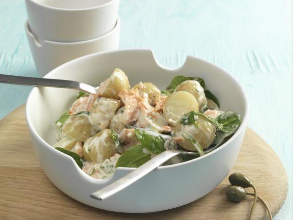 Kartoffel-Lachs-Salat mit Blattspinat