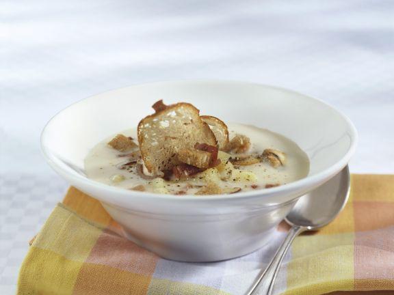 Kartoffel-Pilz-Suppe mit Speck