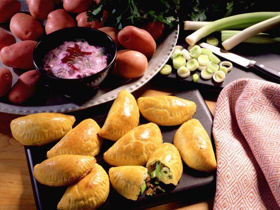 Kartoffel-Piroggen mit Hackfüllung