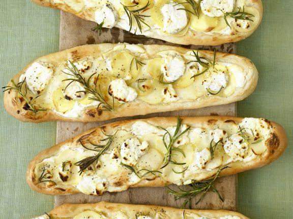 Kartoffel-Pizza-Schiffchen mit Schafskäse und Rosmarin
