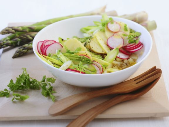 Kartoffel-Radieschen-Salat mit grünem Spargel