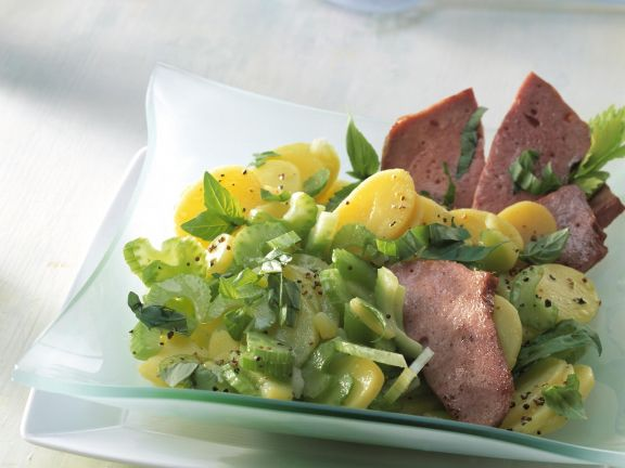 Kartoffel-Sellerie-Salat mit Leberkäse