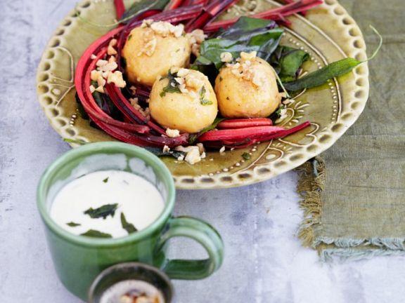 Kartoffel-Walnuss-Klößchen auf Mangoldgemüse