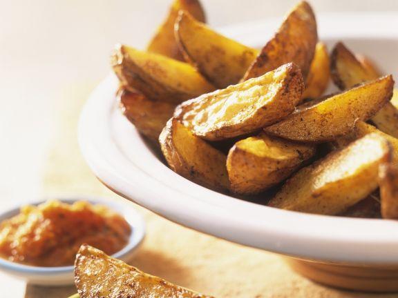 Kartoffel-Wedges mit Paprikasalsa