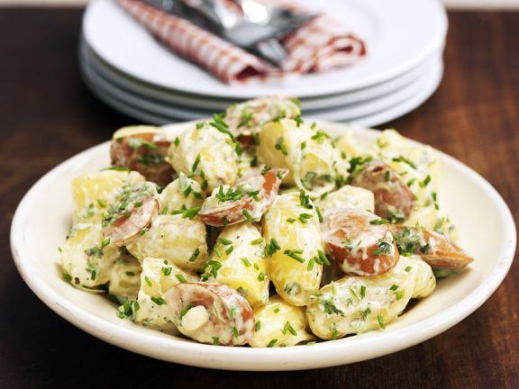 Kartoffel-Wurst-Salat mit Schnittlauch