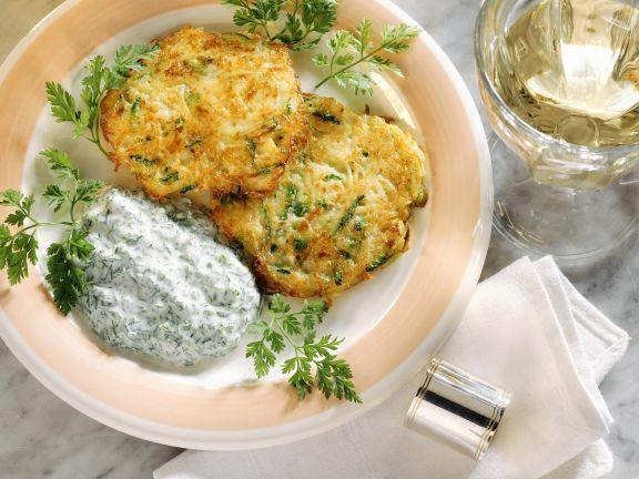 Kartoffel-Zucchini-Küchlein mit Kräuterjoghurt