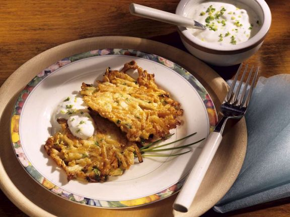 Kartoffel-Zucchinirösti mit Quark