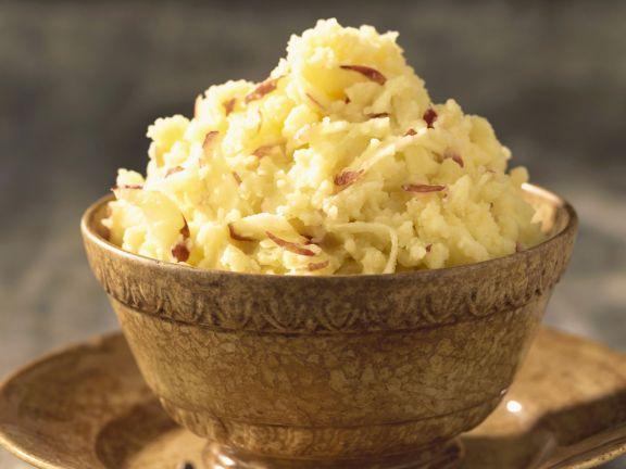 Kartoffelbrei mit roten Zwiebeln