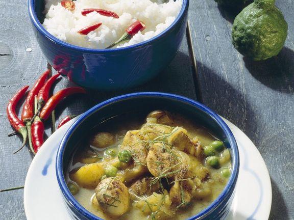 Kartoffelcurry mit Erbsen und Pilzen