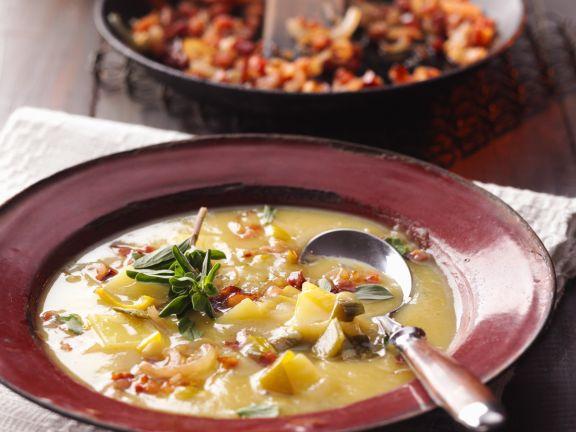 Kartoffeleintopf mit Speck und Majoran