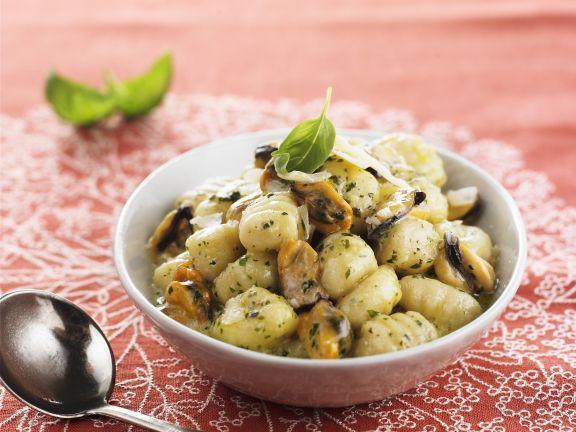Kartoffelgnocchi mit Muscheln und Pesto