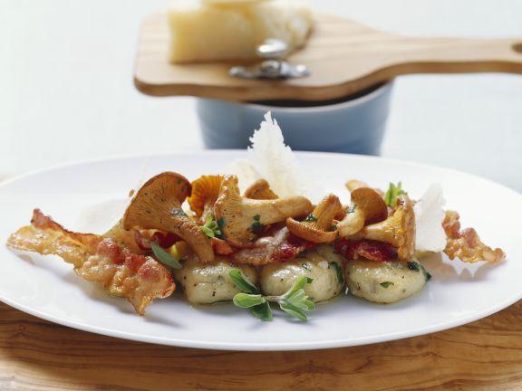 Kartoffelgnocchi mit Pfifferlingen und Speck