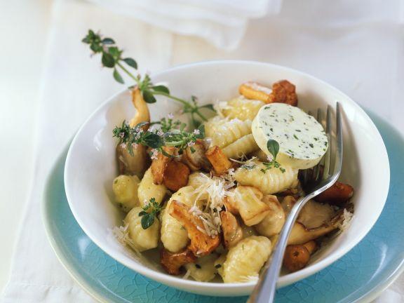 Kartoffelgnocchi mit Waldpilzen und Kräuterbutter