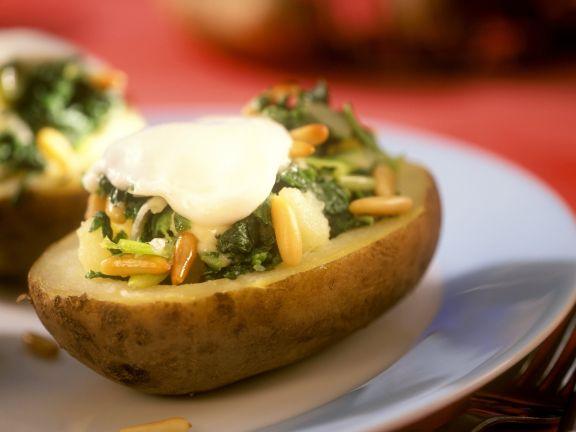 Kartoffeln gefüllt mit Mozzarella, Spinat und Pinienkernen