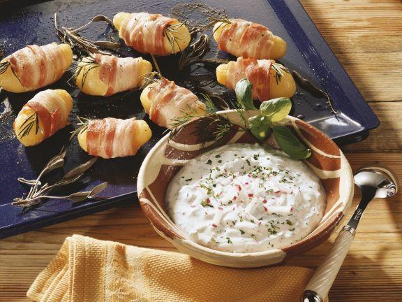 Kartoffeln im Speckmantel mit Radieschenquark