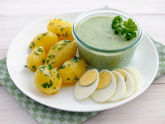 Kartoffeln mit Kräutersauce und Ei