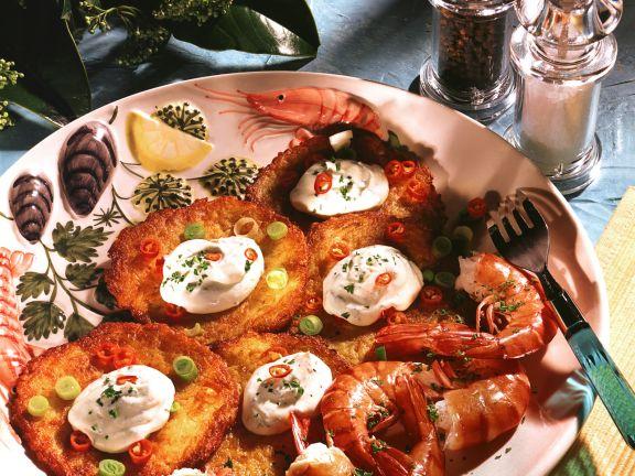 Kartoffelplätzchen mit Riesengarnelen
