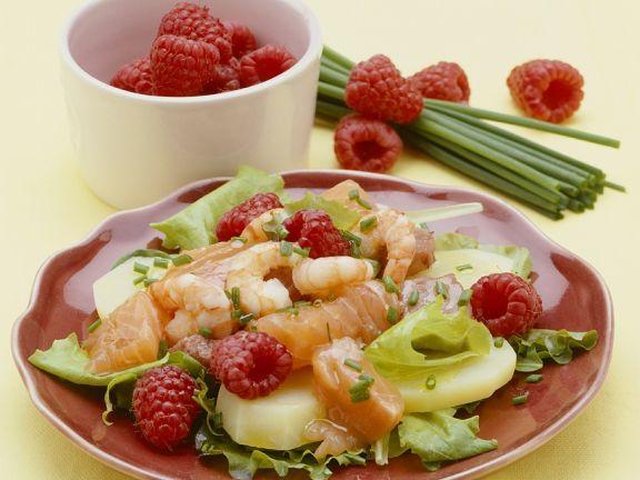 Kartoffelsalat mit Fisch und Himbeeren