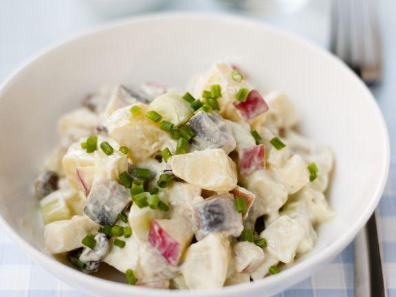 Kartoffelsalat mit Hering und Apfel
