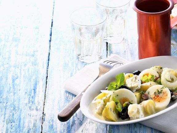 Kartoffelsalat mit Käse und Ei