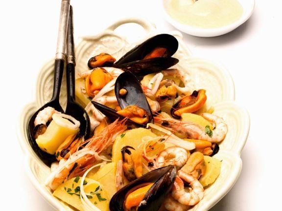 Kartoffelsalat mit Meeresfrüchten