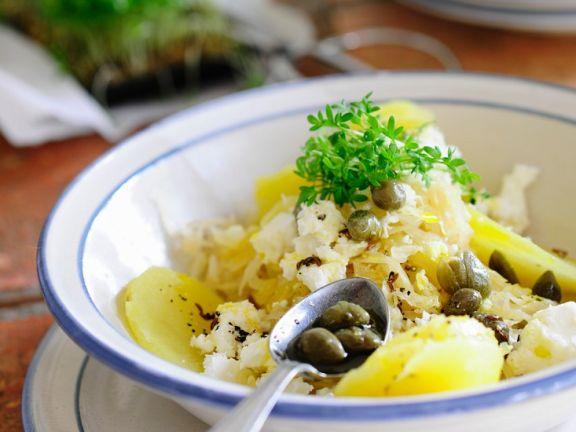 Kartoffelsalat mit Sauerkraut