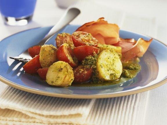 Kartoffelsalat mit Tomaten und Pesto