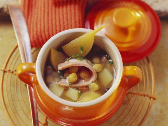 Kartoffelsuppe mit Erbsen und Schweinebauch