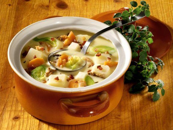 Kartoffelsuppe mit Speck und Pilzen nach prager Art