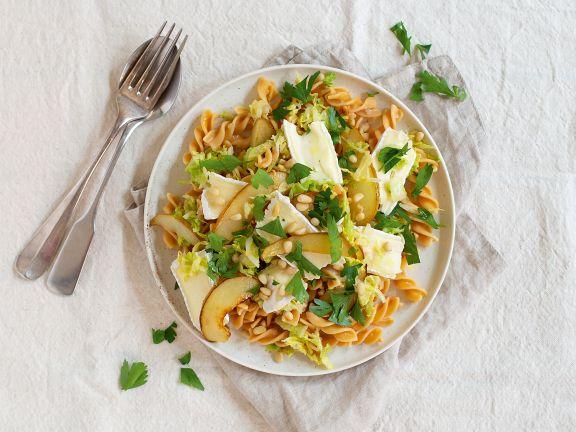 Kichererbsen-Pasta mit Weichkäse und Birnen