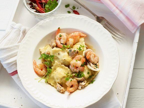 Kichererbsen-Ravioli mit Shrimps und Muscheln