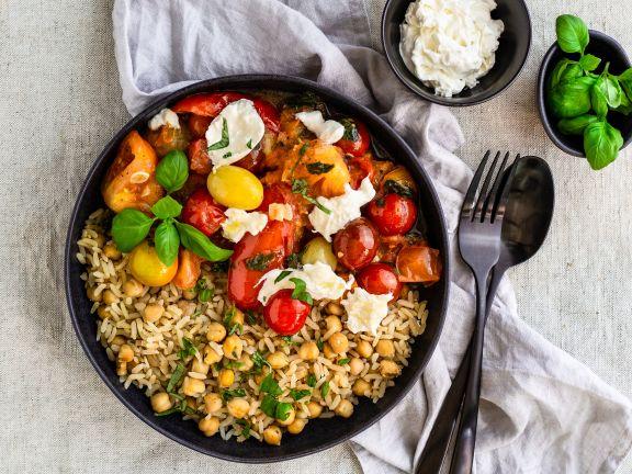 Kichererbsen-Reis zu Tomaten-Ragout und Burrata