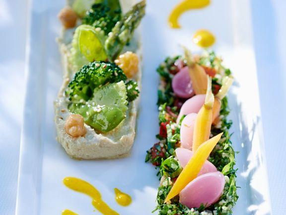 Kichererbsenpüree und Tabouleh-Salat
