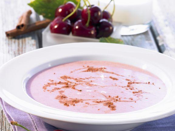 Kirsch-Zimt-Suppe mit Zitrone