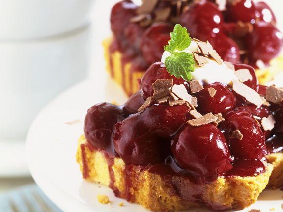 Kirschkompott auf Kuchenscheiben