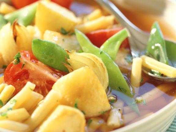 Klare Kartoffelsuppe mit Wachsbohnen