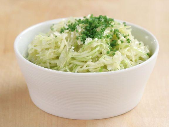Klassischer Weißkrautsalat