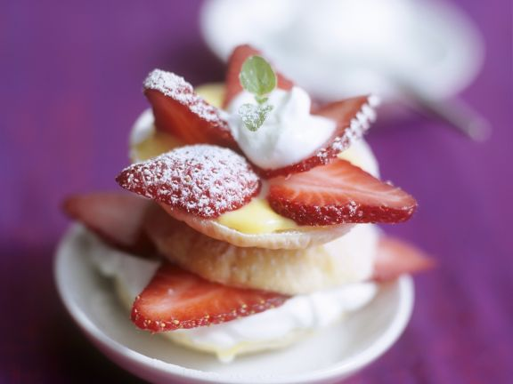 Kleine Erdbeer-Vanille-Torte