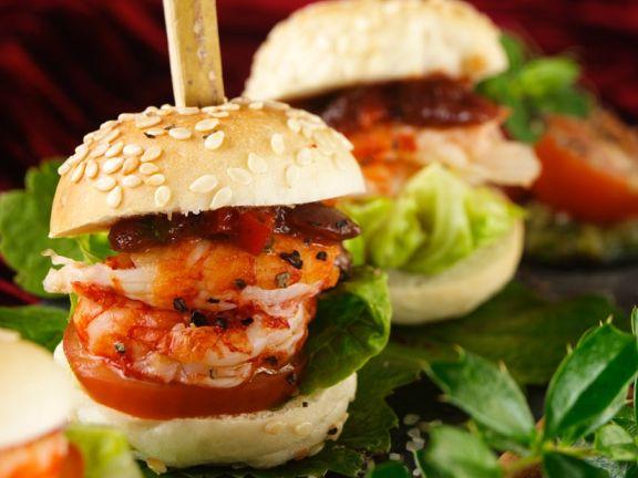 Kleine Garnelenburger mit Tomate