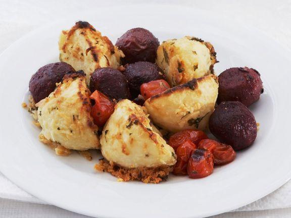 Kleine gebackene Rote Bete Knollen mit Parmesan-Kartoffeln