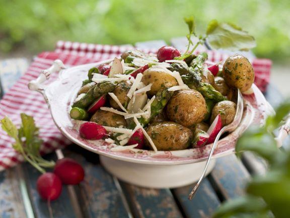 Kleine Kartoffeln mit Radieschen und Spargel
