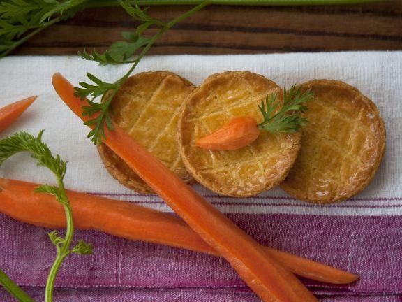Kleine Küchlein (Pies) mit Karotten und Hackfleisch gefüllt