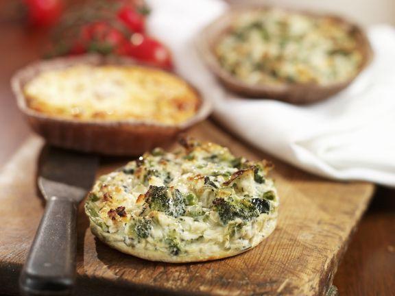 Kleine Quiches mit Kräutern und Gemüse