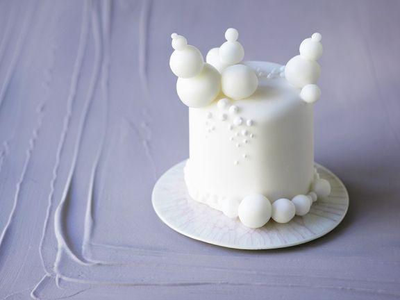 Kleine Weisse Torte Mit Fondant Dekoration Rezept Eat Smarter