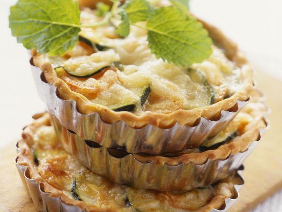 Kleine Zucchini-Möhren-Törtchen