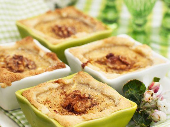 Kleiner Apfel-Walnuss-Kuchen
